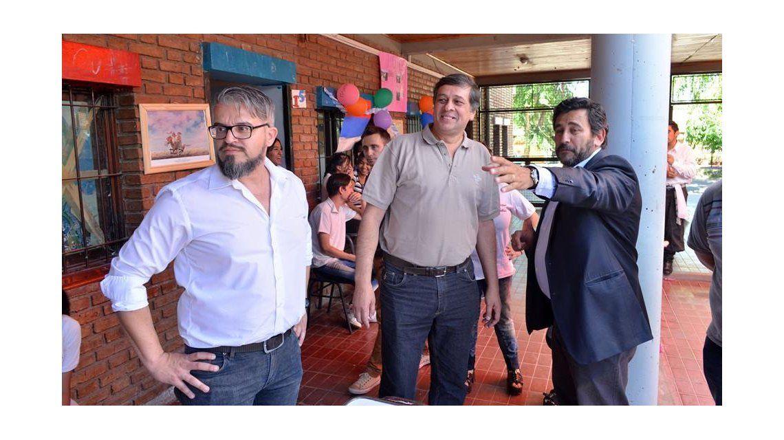 Marcelo Merenda (izquierda) en un acto de la Escuela Florencio Molina Campos