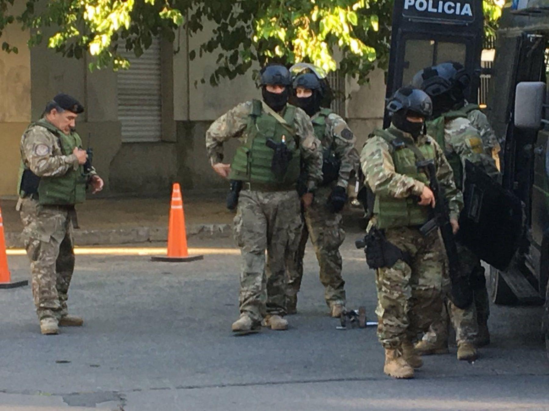 El grupo Halcón trabaja en el lugar. Foto: @nandotocho.