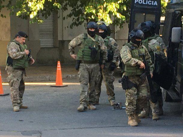 El grupo Halcón trabaja en el lugar. Foto: @nandotocho.<p></p>