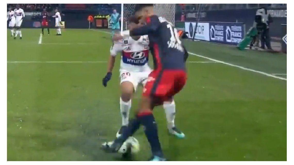 Vuelta, giro y caño: la increíble jugada de futsal en la Liga de Francia