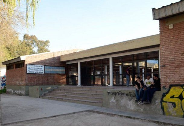 <div>Escuela Florencia Molina Campos.</div>