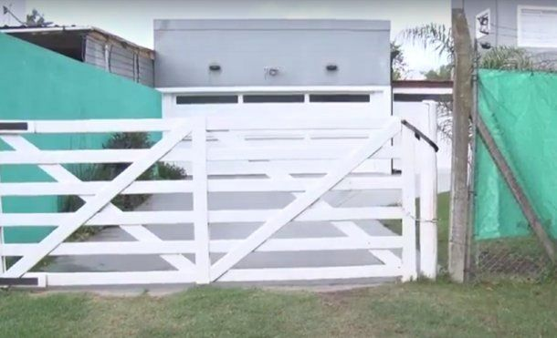 La entrada de la vivienda en 39 y 141. Captura video diariohoy.net.