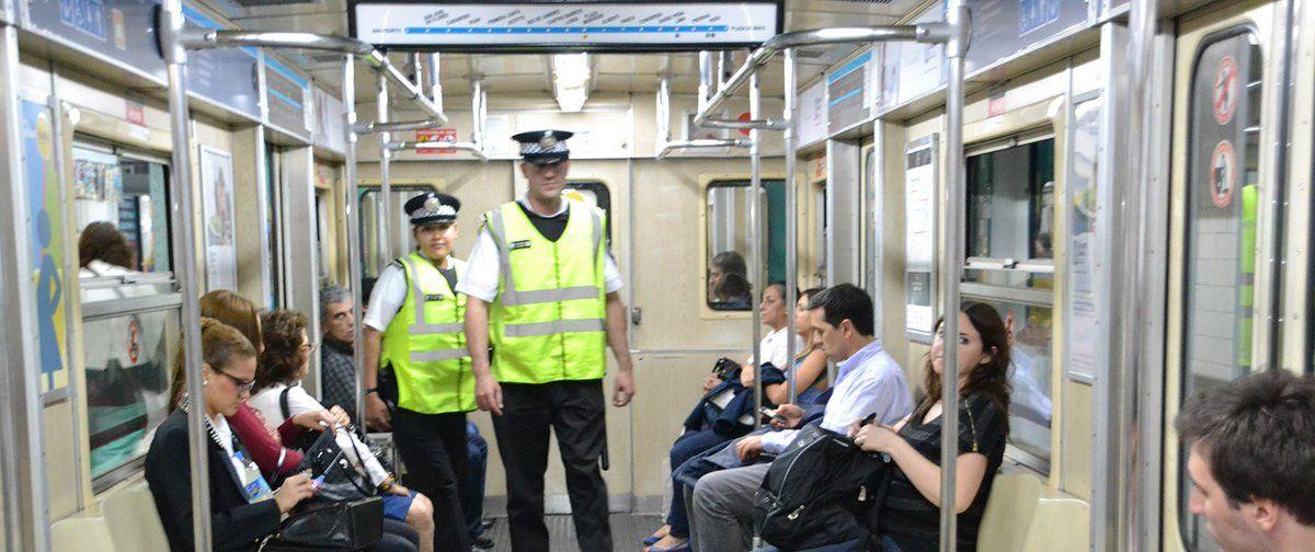Policía de la Ciudad irrumpe en el subte A