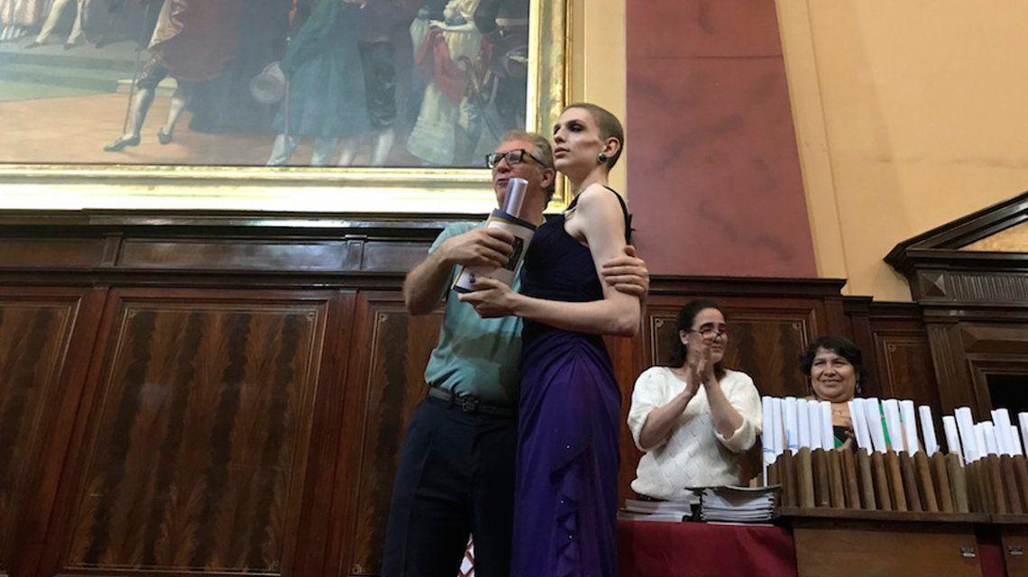 Leandra, la primera egresada trans del Carlos Pellegrini