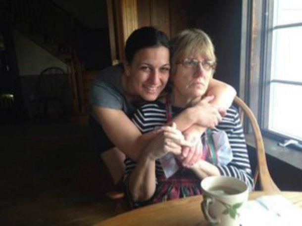 Sara con su madre, Rene