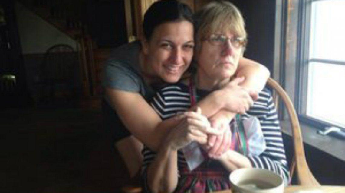 Sara con su madre