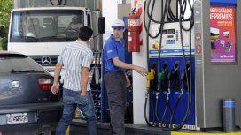 Otra mala: la nafta no para de subir y ahora habrá que pagar de contado