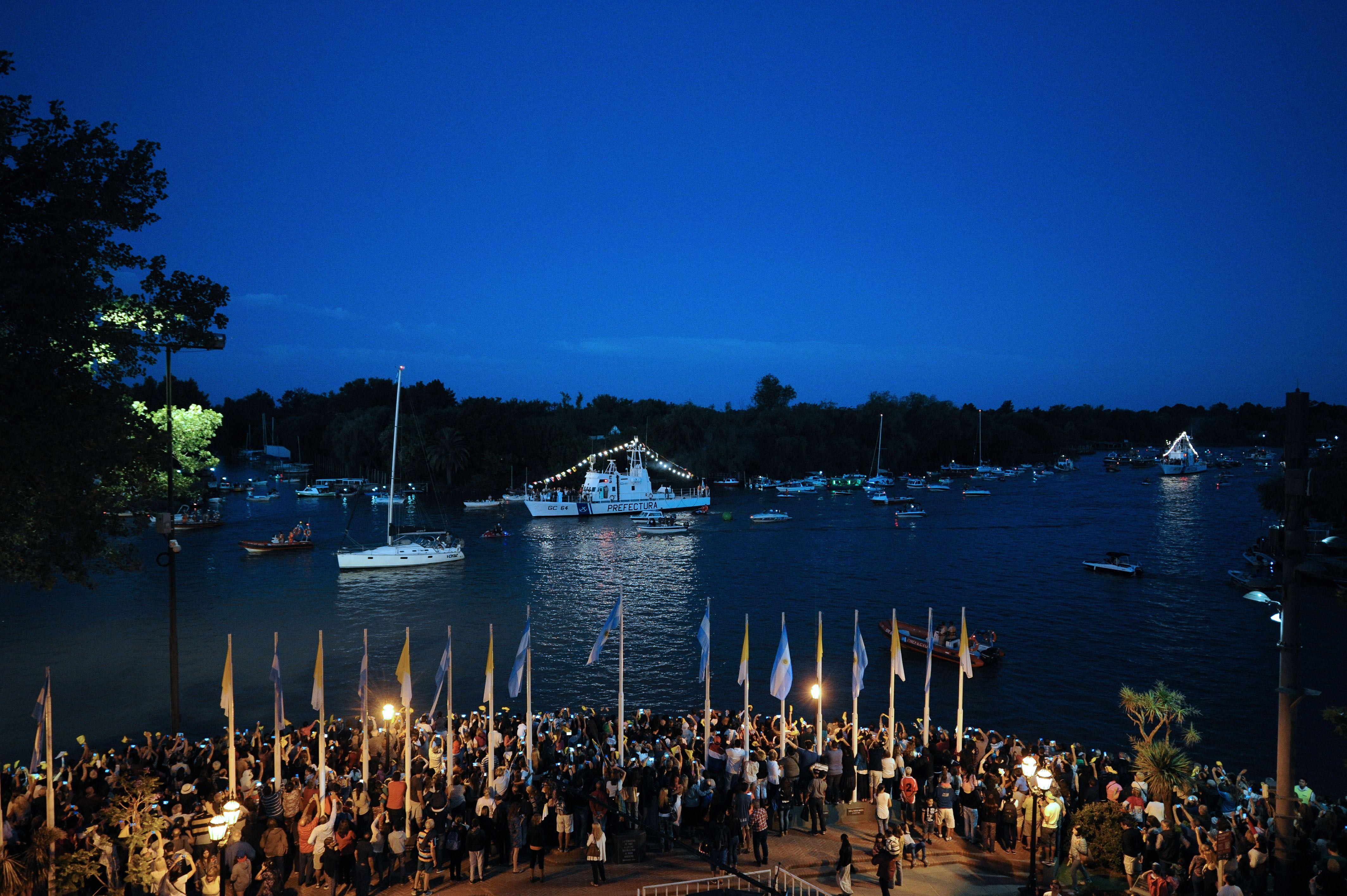 Tigre celebra el Día de la Virgen con su tradicional procesión náutica