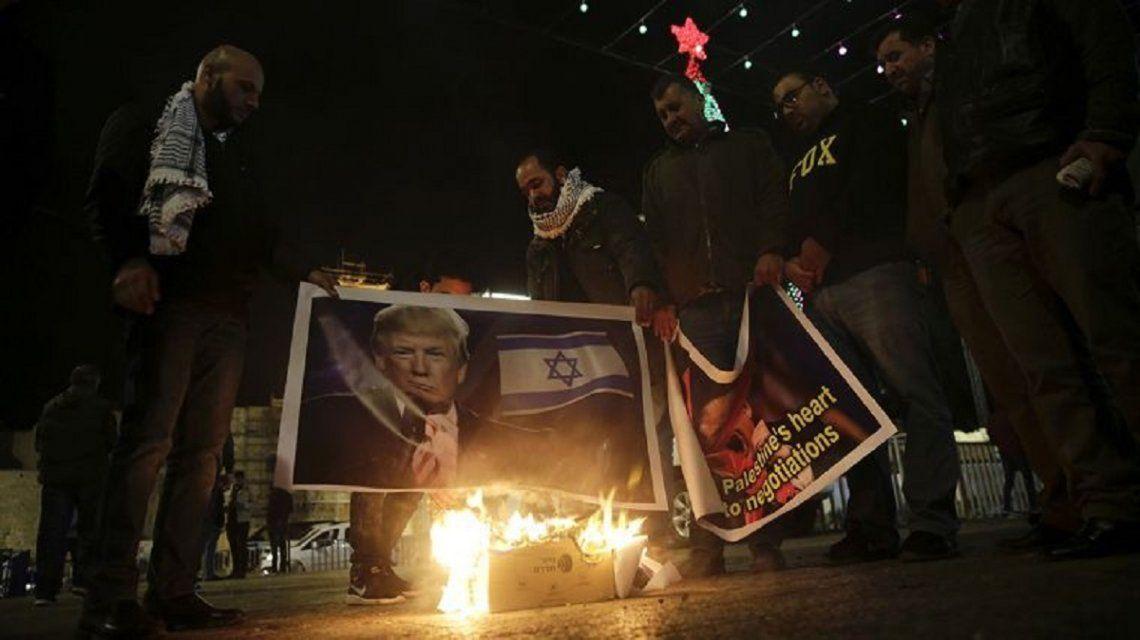Isrealíes protestan contra Trump.