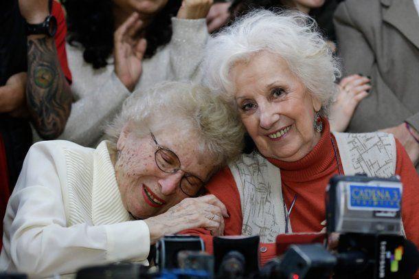 Rosa Roisinblit y Estela de Carlotto<br>