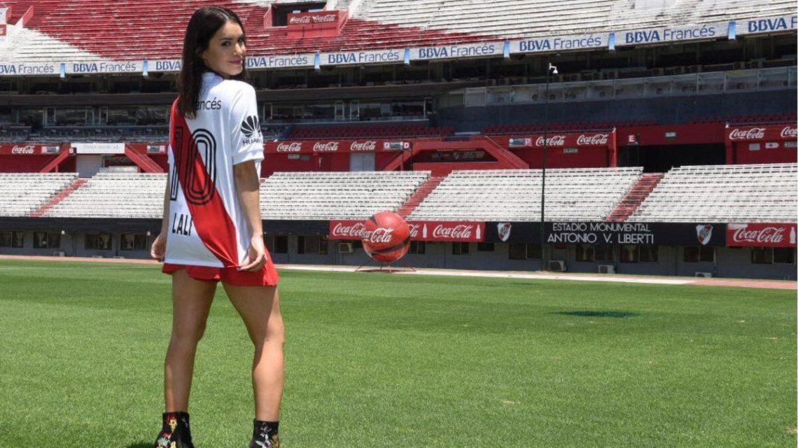 Todas las fotos de Lali Espósito con la camiseta de River en el Monumental
