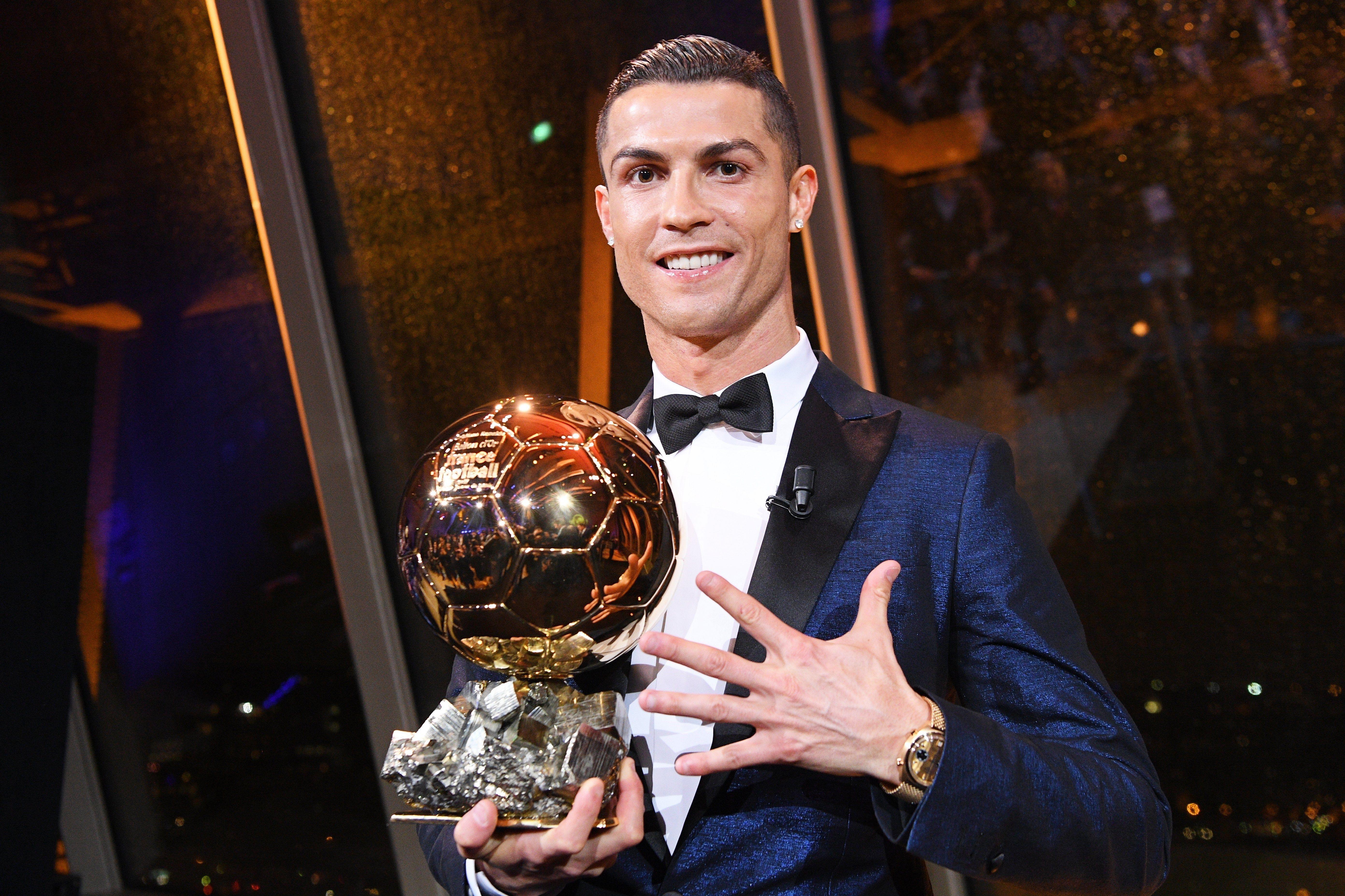El portugués celebra con su quinto Balón de Oro
