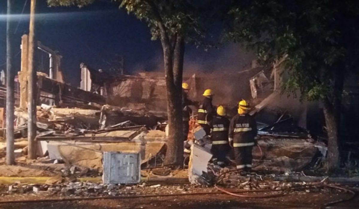 Pilar: una explosión y un incendio destruyeron a dos locales