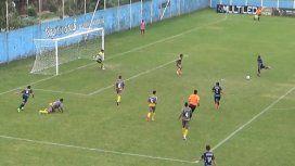 No lo vas a poder creer: un tiro de Super Campeones, pero en el Ascenso argentino