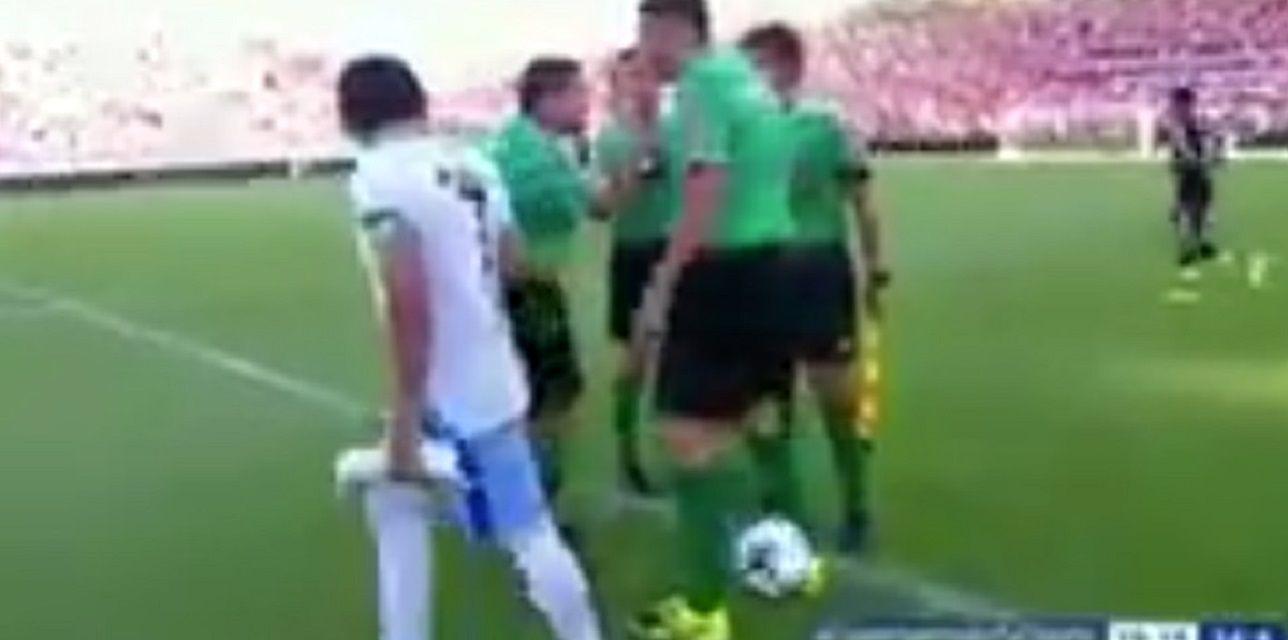 ¡Una falta de respeto! Mirá lo que le hizo el Pulga Rodríguez al árbitro