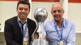 Gallardo y DOnofrio con la Copa Argentina - Crédito:@CARPoficial