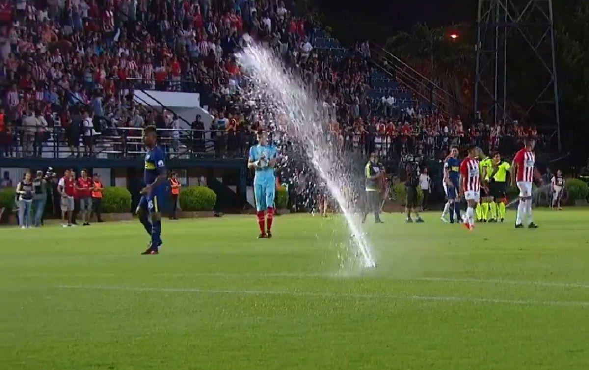 Se abrieron los grifos en la cancha antes del partido de Boca y Estudiantes