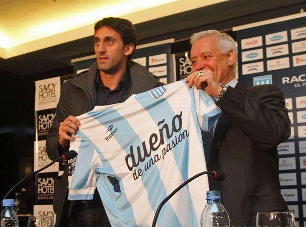 Víctor Blanco y Diego Milito cuando regresó como futbolista<br>