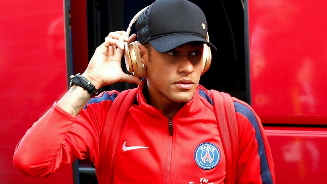 Neymar viajó a Brasil de urgencia y pidió licencia en el PSG por un asunto familiar