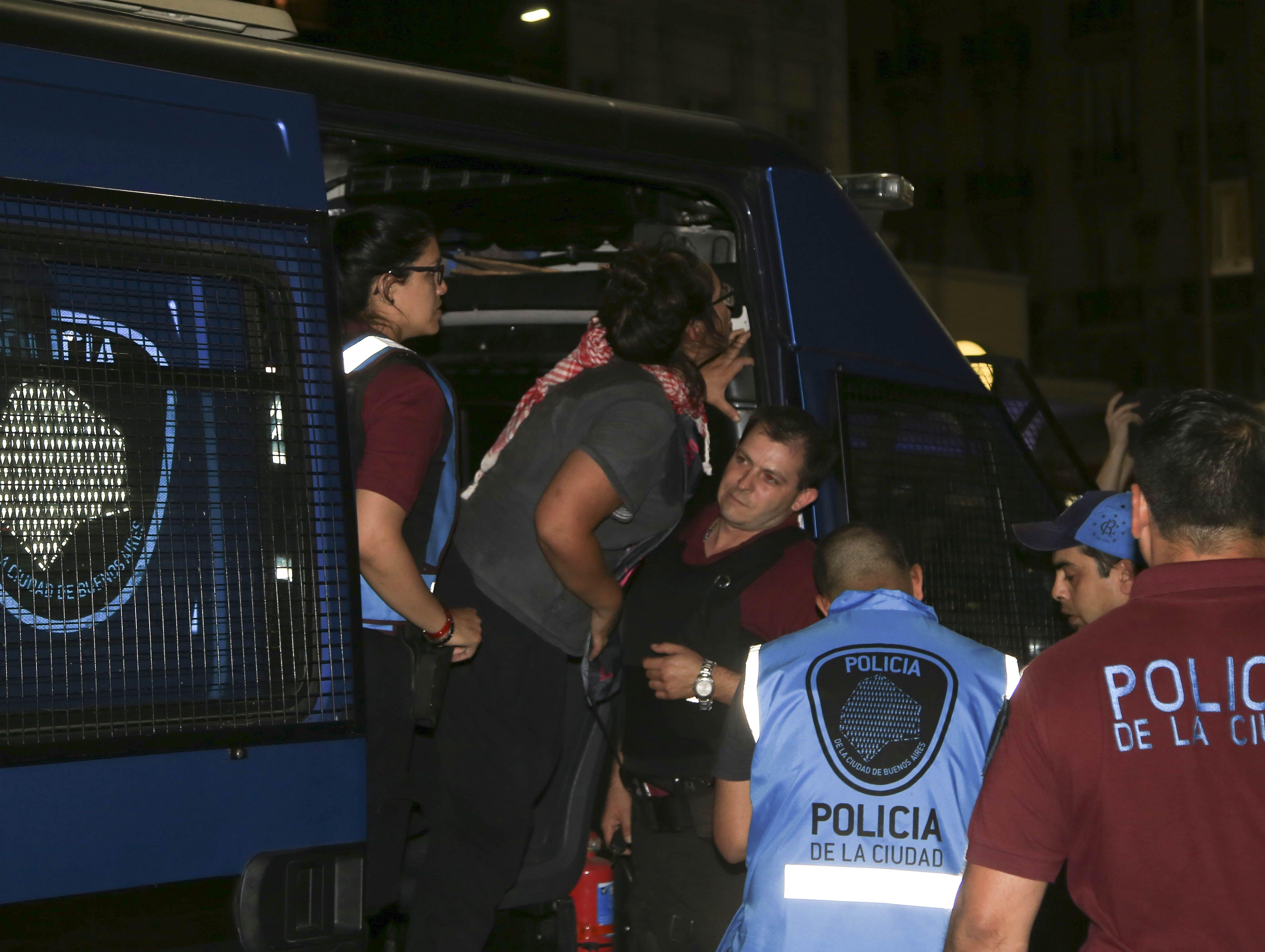 Así trasladaban a los detenidos por la Policía de la Ciudad