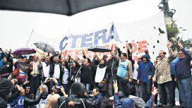 Contra la reforma: docentes lanzan paro y la CGT se reúne de urgencia