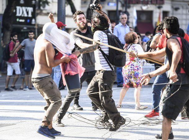 Graves incidentes sucedieron hoy frente al Congreso entre manifestantes y fuerzas de seguridad.