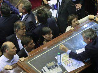 Emilio Monzó con diputados en la fallida sesión
