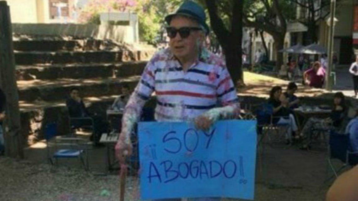 El hombre tiene 82 años