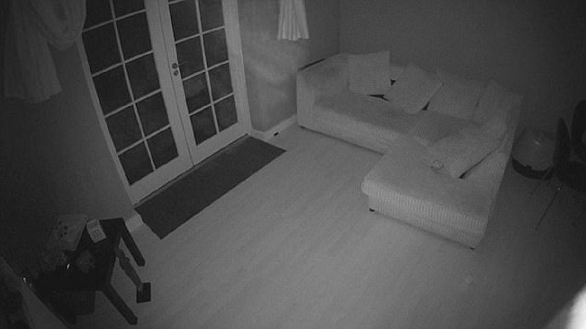 VIDEO: Un fantasma entra en una casa y activa el sensor de movimiento