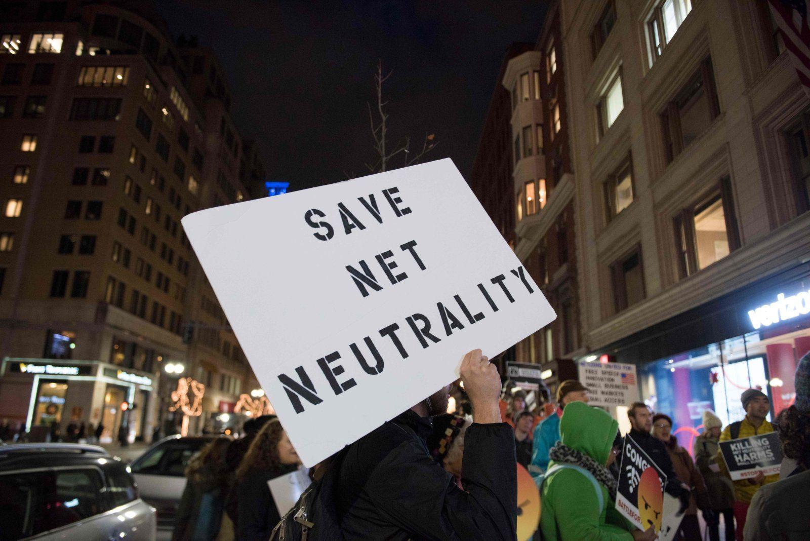 Protestantes piden que se salve la neutralidad en la red en Estados Unidos
