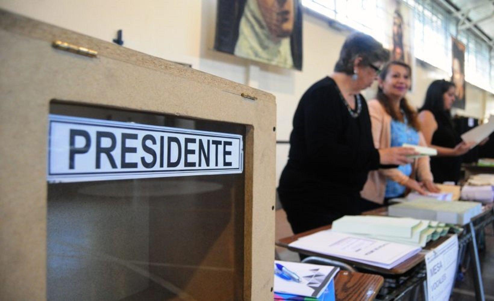 Inicio de las elecciones en Chile (latercera.com).