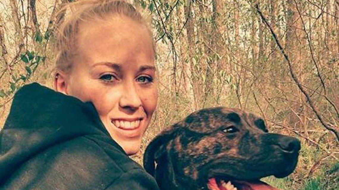 Una joven de 22 años murió tras ser atacada por sus dos perros