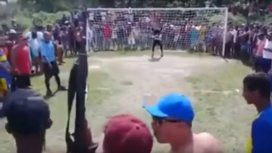 Festejó un gol a los tiros con su Kalashnikov