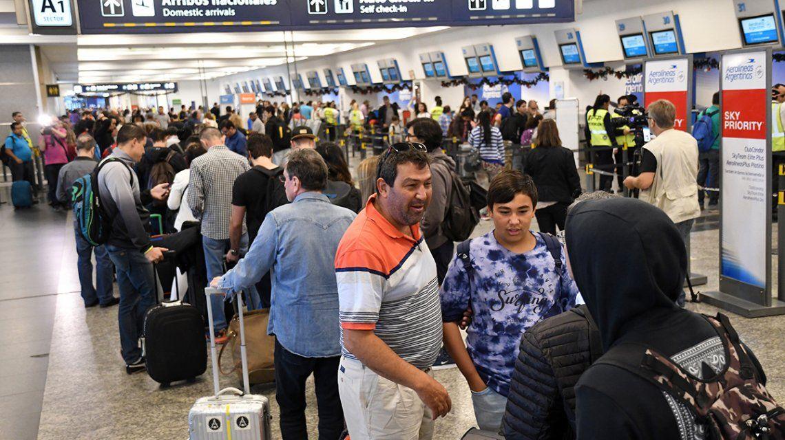 Aeroparque, un caos: los vuelos de Aerolíneas y Latam saldrán después de las 16