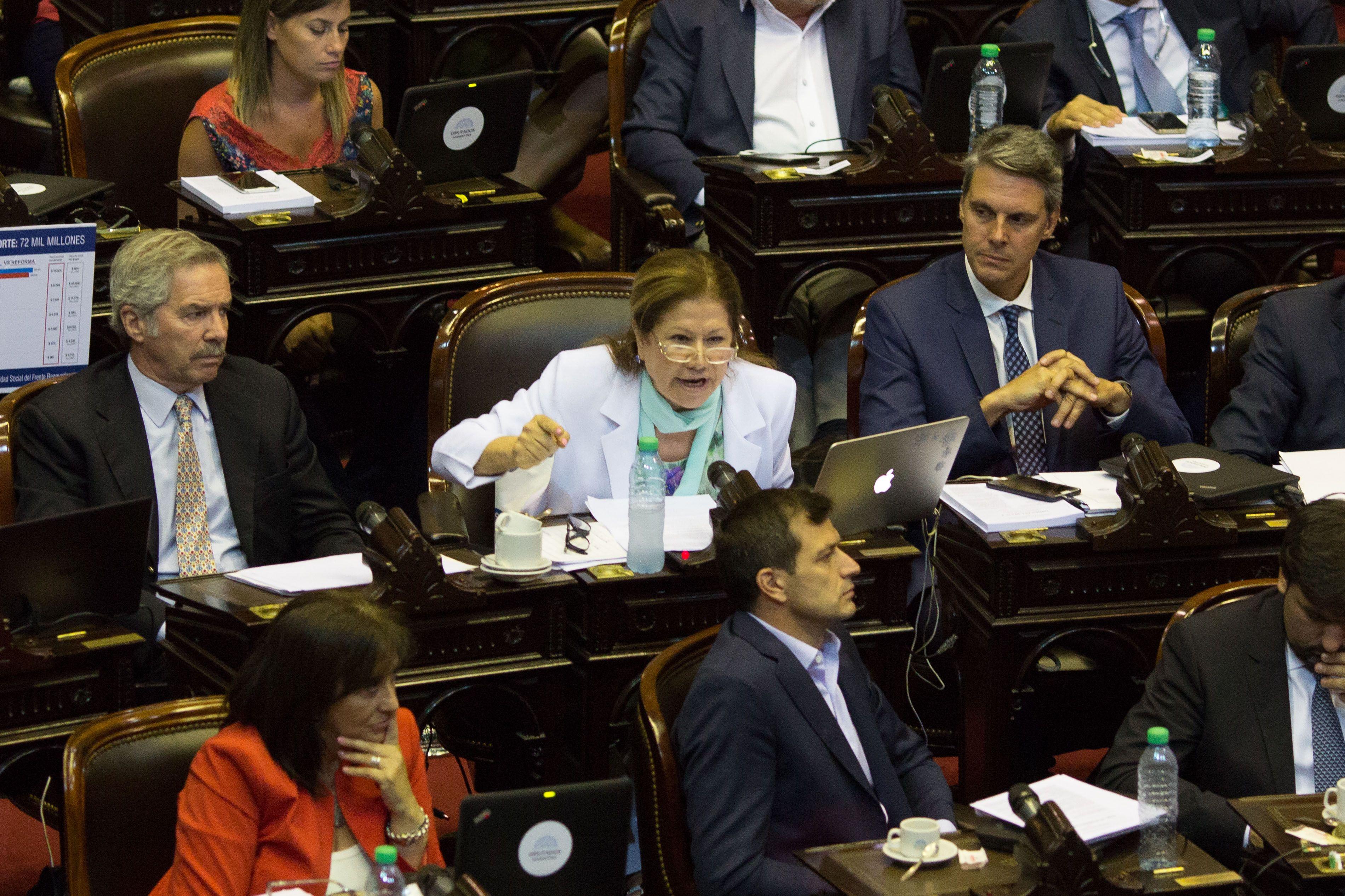La oposición no logra bajar la sesión y la reforma jubilatoria se discute en Diputados