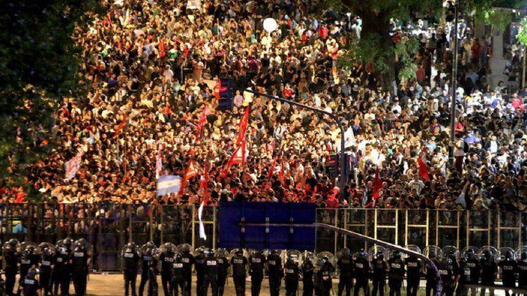 Protesta en el congreso contra la reforma previsional