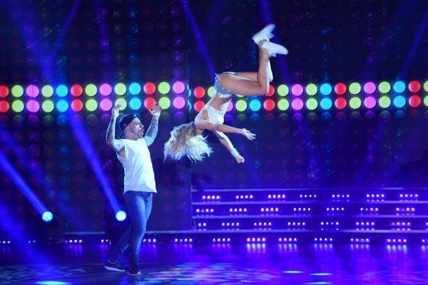 Laurita Fernández volando por los aires en la cumbia pop<br>