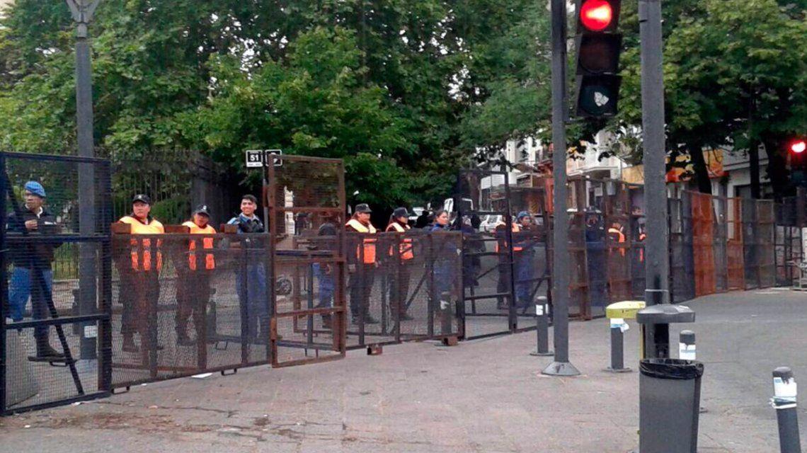 Fuerte operativo de seguridad en las inmediaciones de la Legislatura bonaerense