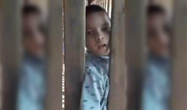Porrames pasa todo el día encerrado en una jaula
