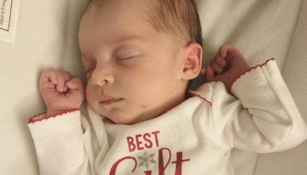 La beba cuyo embrión estuvo congelado por 24 años — Emma