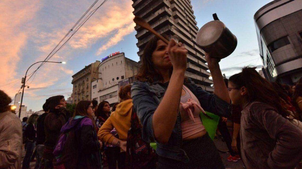 Otra noche de cacerolazos contra la reforma previsional que ajusta las jubilaciones