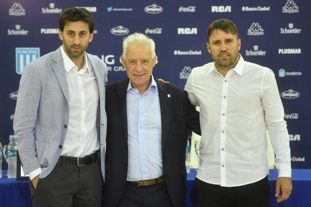 Diego Milito (secretario técnico), Víctor Blanco (presidente reelecto) y Chacho Coudet (director técnico)<br>