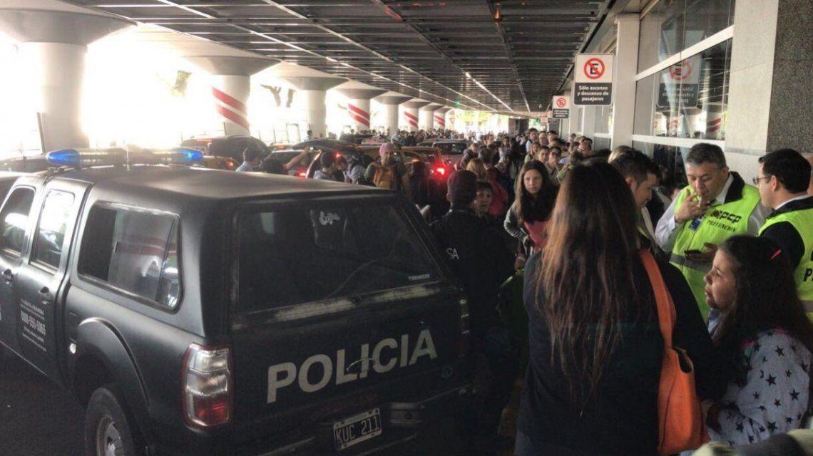 Evacuaron a los pasajeros de aeroparque