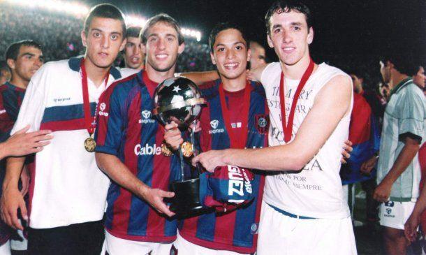 Mattiuzo, Zabaleta, Damián Luna y Gonzalo Rodríguez con la Copa Sudamericana 2002<br>