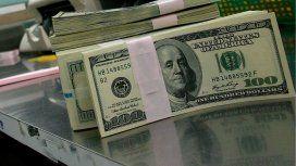 El dólar cayó otros 12 centavos y cerró a 17
