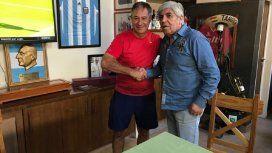 Holan firmó con Moyano el preacuerdo para seguir en Independiente - Crédito:@Independiente