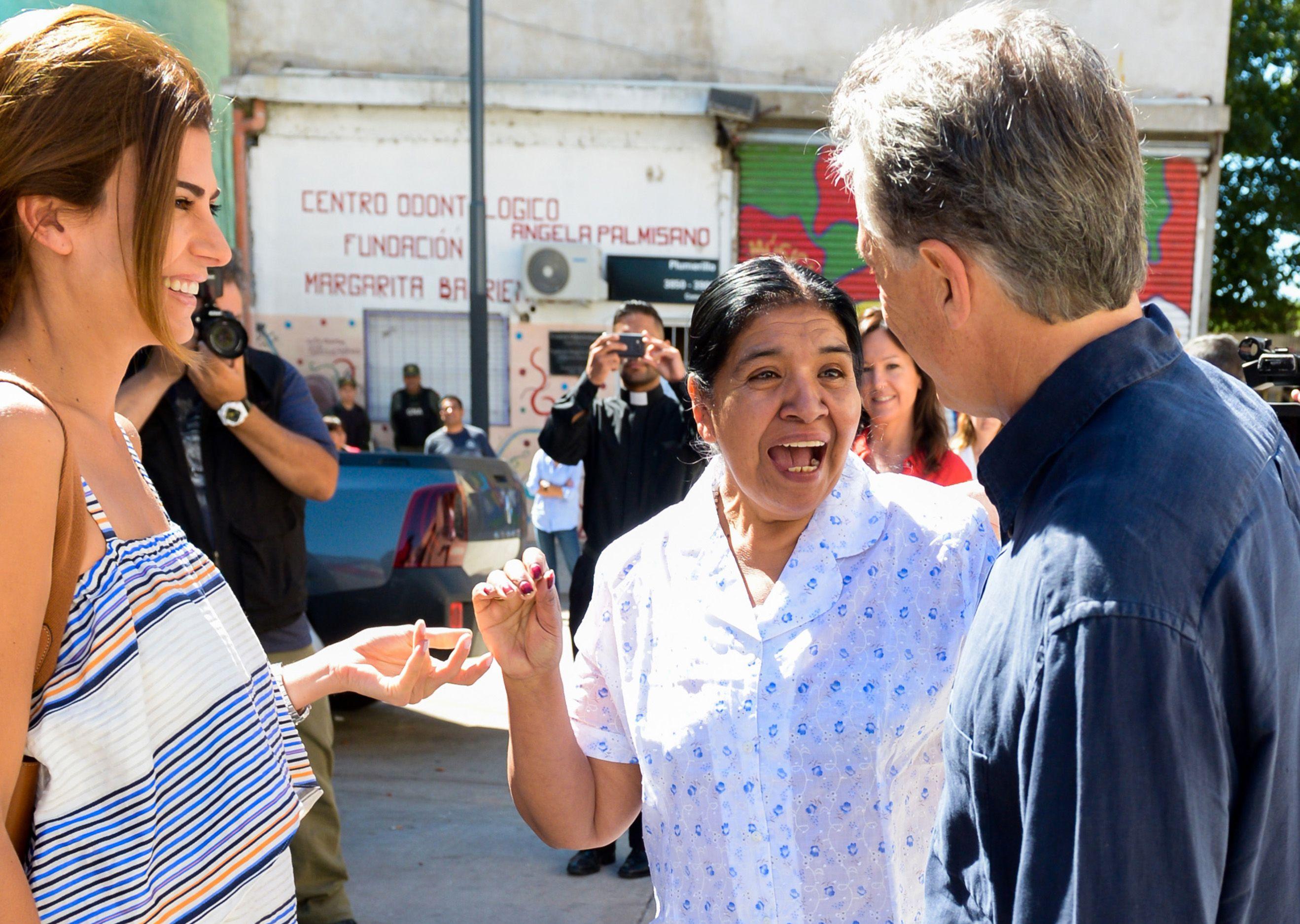 Macri concurrió al comedor acompañado por Juliana Awada y Carolina Stanley.
