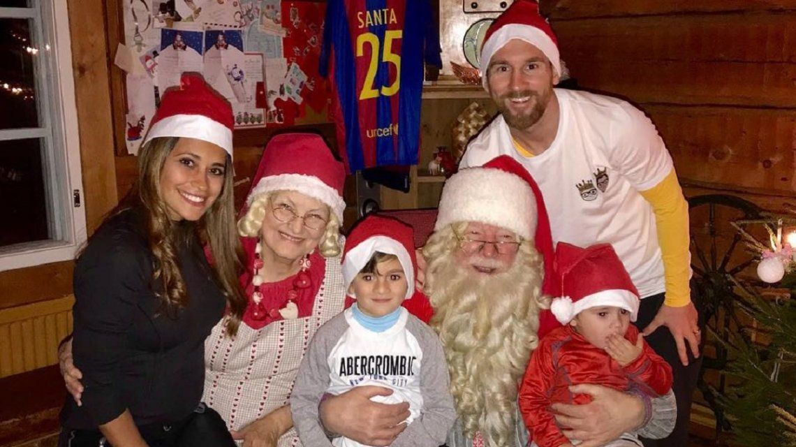 Messi y Antonella Roccuzzo festejaron Navidad pero Mateo les arruinó la foto