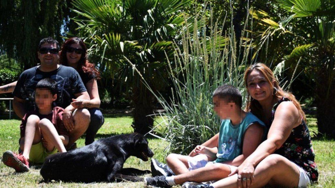Se exiliarán para proteger a su hijo autista de la pirotecnia (Rionegro.com.ar).
