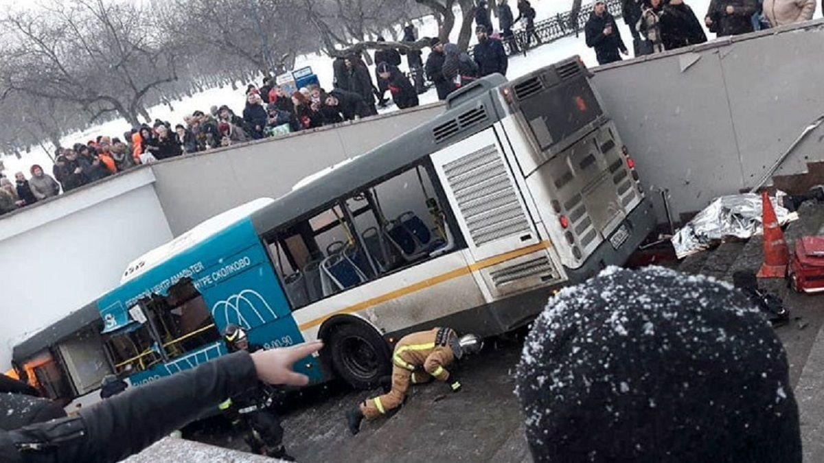 VIDEO: Un colectivo atropelló y mató a cuatro personas en la estación de Subte en Moscú